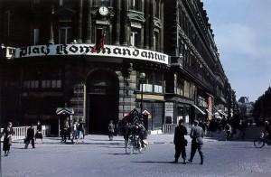 Комендатура на углу улицы 4 сентября и проспекта Оперы
