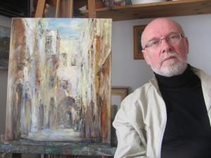 Петр Глузберг у одной из своих работ, созданных в Старом городе