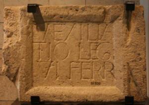 Камень с надписью о VI легионе из Музея Гехта  в Хайфском университете