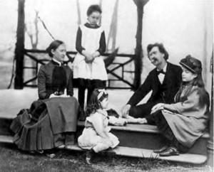 Марк Твен с женой и дочерьми. 1884 г.
