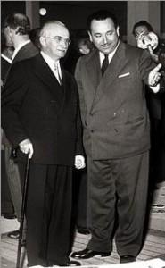 С президентом Италии Луиджи Эйнауди (слева) беседует посол Коста-Рики в Риме Теодоро Кастро – он же советский разведчик-нелегал Иосиф Григулевич