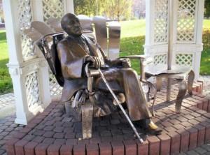 Скульптура Имре Кальмана в Шиофокском парке (Шиофок, Венгрия)