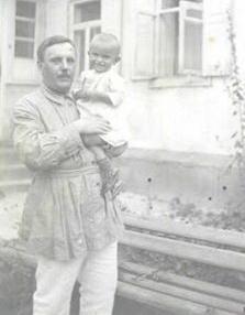 Врач И.Янчевский с сыном Павликом. 1925-26 гг.