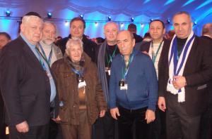 Члены украинской делегации и бывший узник Освенцима Игнат Адольфович Найбауэр