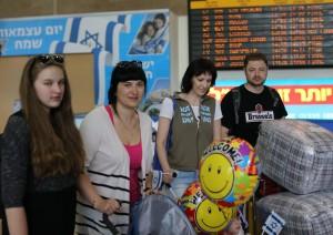 Семья Бондаренко в аэропорту им. Бен-Гуриона