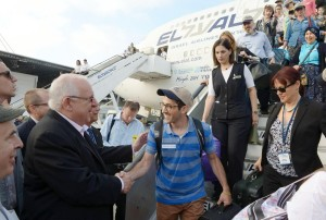 Президент Израиля Реувен Ривлин встречает новых репатриантов, 2015 г.