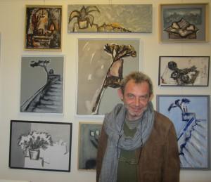 Владимир Кара у своих картин  в галерее «Open Art», Париж.
