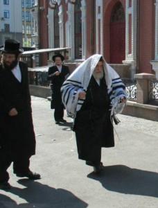 Вижницкий Ребе у синагоги на Подоле