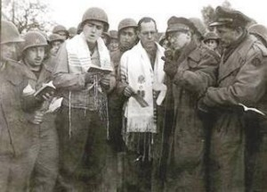 Молитва в Аахене 29 октября 1944 года под руководством военного раввина американской армии Сидни Лефковица на фоне артиллерийских залпов стала первой молитвой евреев-солдат союзнических стран на территории Германии