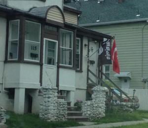 Флаг ИГИЛ на одном из домов в Нью-Джерси