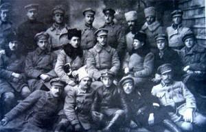 Офицеры 6-й бригады Галицкой армии. Винница, 11 ноября 1919 г. В нижнем ряду в центре — командир Еврейского ударного батальона Соломон Ляйнберг