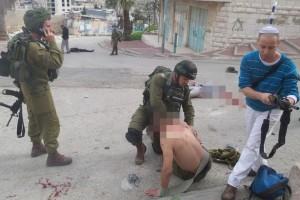 Раненый солдат ЦАХАЛа и напавший на него террорист в Хевроне, 24.02.2016 г.