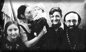 Отец Алексей Глаголев с семьей. Март, 1944 год