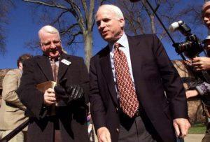 Джозеф (слева) и Джон Маккейн