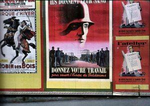 Нацистская пропаганда на Елисейских полях; текст на плакате в центре: «Они отдают кровь, а вы отдайте труд на спасение Европы от большевизма»