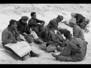 Ариэль Шарон с военнослужащими во время операции «Кадеш»