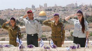 У Израиля есть прекрасный обычай – перед празднованием Дня независимости страна отдает дань памяти павшим. В этот день Израиль вспоминает всех, кто отдал свою жизнь за народ Израиля и тем самым приблизил возрождение еврейского независимого государства