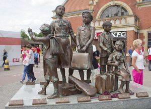 Мемориал «Киндертранспорту» на ж/д станции в Гданьске (Польша) в честь спасенных еврейских детей. Работа Франка Майслера