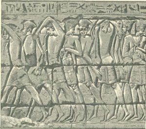 Филистимские воины, взятые в плен фараоном Рамзесом III. Они носили украшенные плюмажем шлемы и юбки с кистями.