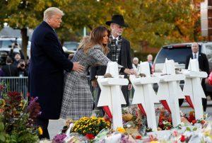Дональд и Мелания Трамп посетили синагогу, чтобы почтить память погибших