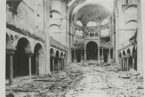Интерьер берлинской синагоги на Фазаненштрассе после погромов