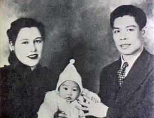 Родители с маленьким Брюсом