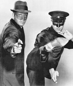 Брюс Ли (справа) в роли Като в сериале «Зеленый шершень», 1966 г.