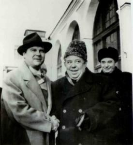 Дмитрий Покрасс (в центре) с Тихоном Хренниковым (слева)
