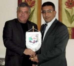 Сафади Менди (слева) – глава офиса  Аюба Кары и Владимир Москов, мэр болгарского городка Гоце Долчев