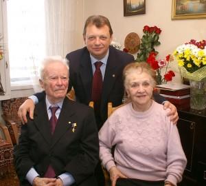 С легендарным разведчиком Евгением Березняком — «майором Вихрем» и его супругой