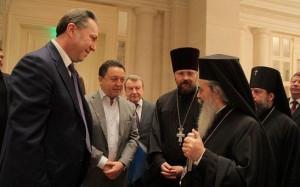 Патриарх Иерусалимский Феофил ІІІ и Александр Фельдман беседуют с участниками Форума