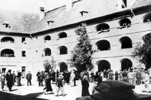 В гетто города Терезина, превращенного нацистами в концентрационный лагерь, содержались граждане почти всех европейских стран