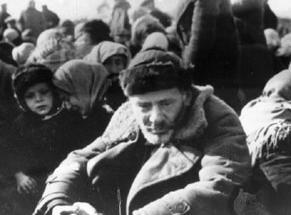 Евреи перед казнью, 16 октября 1941г. Лубны, Украина