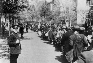 Депортация 995-и еврейских жителей Вюрцбурга, Германия 1942. Их отправили в перевалочные лагеря в Травники и Ижбицу,  откуда они попали в лагерь смерти