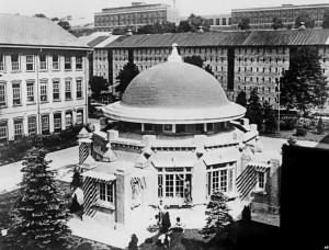 Место казни Розенбергов в штате Нью-Йорк. В ночь, когда она состоялась, в Нью-Йорке около пяти тысяч человек собрались, чтобы выразить Розенбергам свою поддержку. Они считали наказание несоразмерным вине осужденных