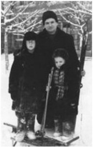 Начало 50-х.  Я.А.Стеюк с детьми