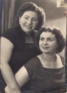 Мама Светланы и ее сестра,  1959 год
