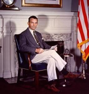 Джеймс Форрестол — министр военно-морских  сил США и первый министр обороны США