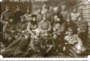 Групповое фото бойцов Куреня, в нижнем ряду в центре – Соломон Ляйнберг
