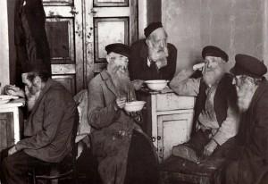 В доме для престарелых, Ровно, 1925