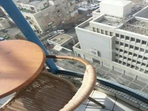 Снимок посольства США в Тель-Авиве, сделанный фотоаппаратом Али Манцури