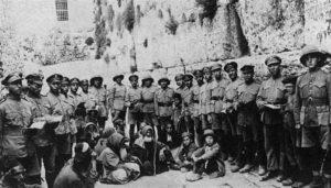 Солдаты легиона у Стены плача после взятия Иерусалима, 1917 г.