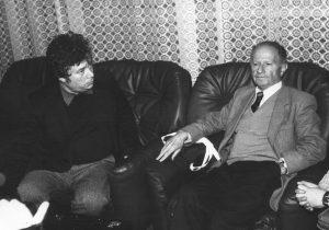 Узи Наркисс и главный редактор «Еврейского обозревателя» Михаил Френкель, 1991 г.