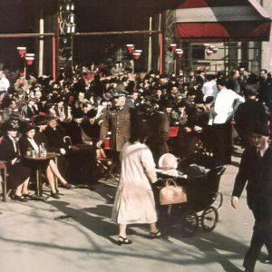 Публика в кафе