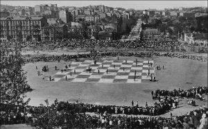 На месте будущего «Олимпийского» играют в шахматы... живыми людьми. В начале 20-х годов благодаря инициативе венгерского политического деятеля-интернационалиста Лайоша Гавро у подножия Черепановой горы появляется «Красный стадион». Трибуны были рассчитаны на 14 тыс. мест. 12 августа 1923 г. на стадионе проводятся соревнования первой Олимпиады Киевщины: именно эта дата по праву считается днем рождения стадиона