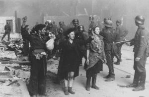 Попавшие в плен евреи, участники восстания в Варшавском гетто