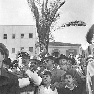 В ожидании провозглашения Декларации независимости Государства Израиль. Бульвар Ротшильда, Тель-Авив, 14 мая 1948