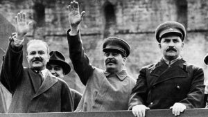 cлева направо: Молотов, Сталин, Каганович