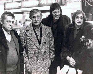 Проводы Елены Боннэр в Осло, слева Владимир Максимов и Виктор Некрасов, Париж, 1975 год