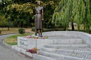 Памятник Татьяне Маркус